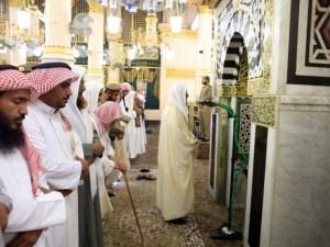 رتب الشرع الأحق بإمامة المسلمين على مراتب أولها