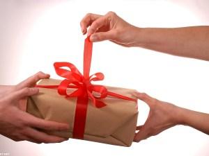كلام لشخص جاب لك هدية تويتر