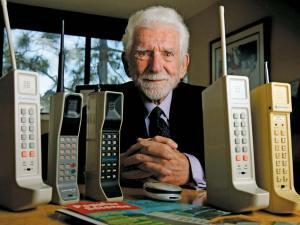 في اي سنة اخترع الهاتف المحمول