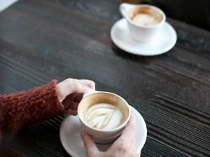 تفاصيل مشهور يصور فتاة في مقهى وسط العاصمة