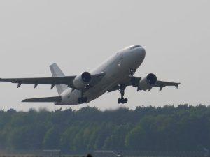ما الذي يبطئ من حركة الطائرة