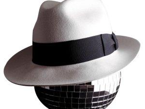 من هم أصحاب القبعة البيضاء