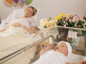 ما المشكلات التي قد تواجه الأم أثناء النفاس
