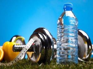 كم يحتاج الجسم من الماء يوميا