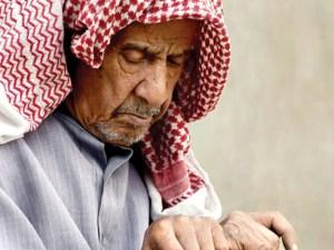 ابحث عن ايات قرانية واحاديث نبوية تبرز اهمية احترام المسنين لغتي الجميلة
