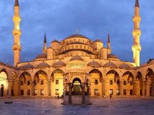 اكتب مقالا عن اهمية العناية بالمساجد في اربعة اسطر