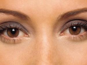 خلطة طبيعية لازالة السواد تحت العينين