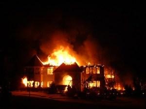 تفسير حلم الحريق في المنزل