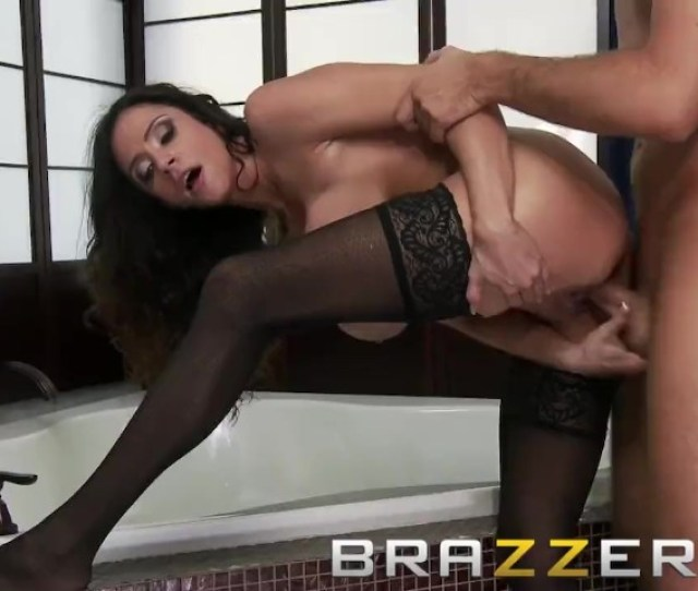 Brazzers Dirty Milf Cleaning Lady Ariella Ferrera Gets Wet And Soapy Free Porn Videos Youporn