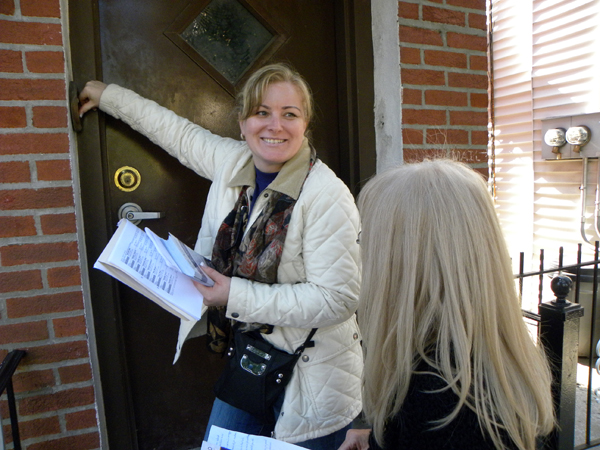 Anna Dziubek rings the doorbell while canvassing for State Senator Joseph P. Addabbo in Maspeth, Queens. (Photo: Ewa Kern-Jedrychowska)