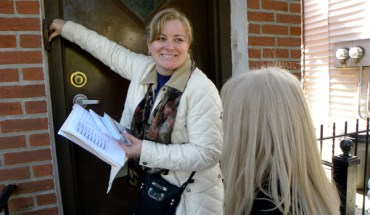 Anna Dziubek rings the doorbell while canvassing for State Senator Joseph Addabbo in Masbeth, Queens. (Photo: Ewa Kern-Jedrychowska)