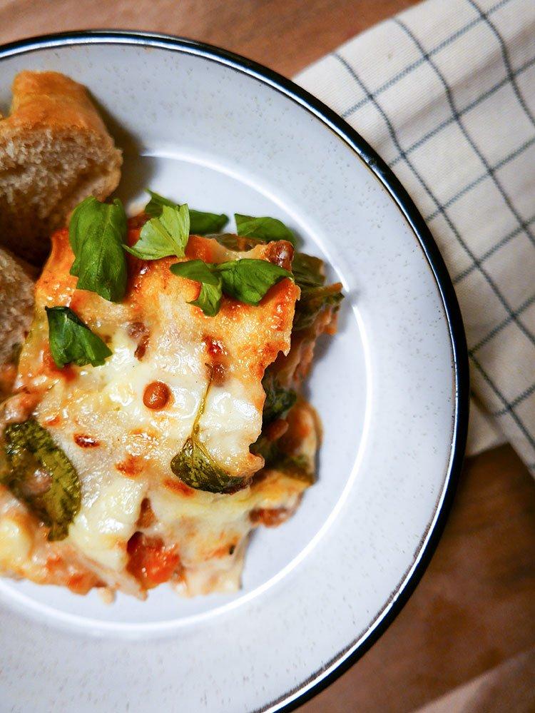 Vegetarisk-lasagne-på-tallrik