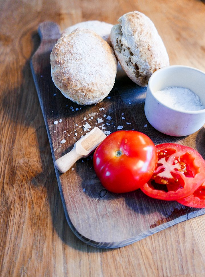 Frukostfrallor som inte behöver jäsa med tomat