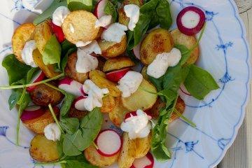 Rostad potatis med rädisor och senapssås