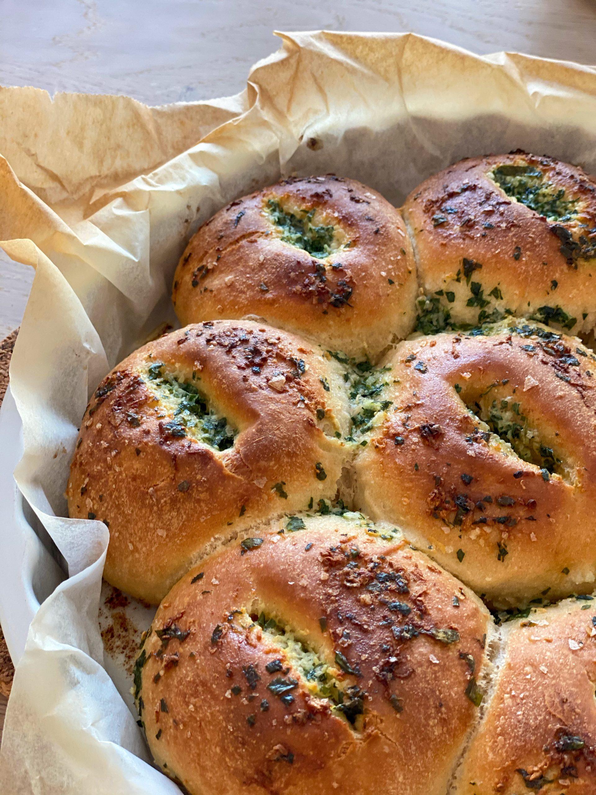 Brytbröd med vitlök och persilja nærbilde stekt