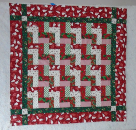 DSC00125 Christmas baby quilt