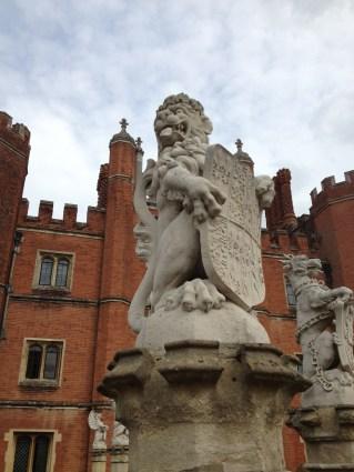 statues - lion