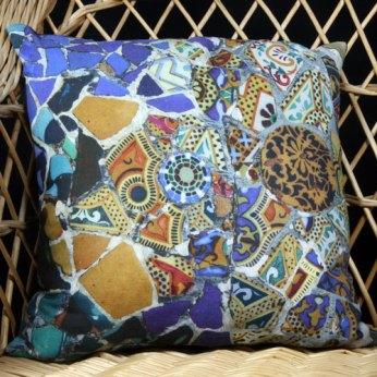 Coussin en lin Gaudi mosaique banc