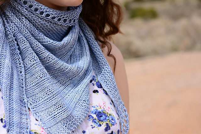 Wayland shawl by Amor Esperanza. (© Crave Yarn)