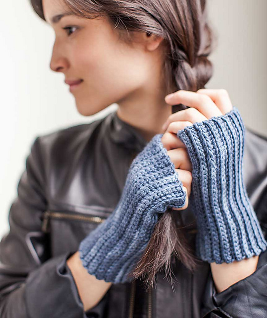 crocheted-handwarmers-3ways-10_gallery_medium2