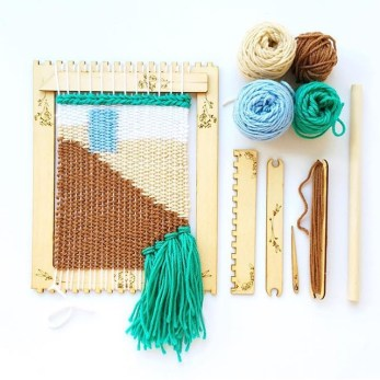 black sheep goods pop out loom and tools 1