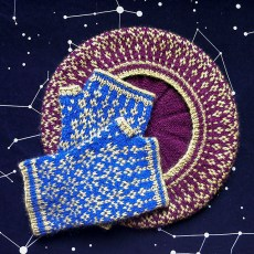 Starstuff mitts and hat, © Amy van de Laar
