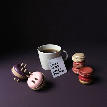 macaron-wooden-pom-pom-maker