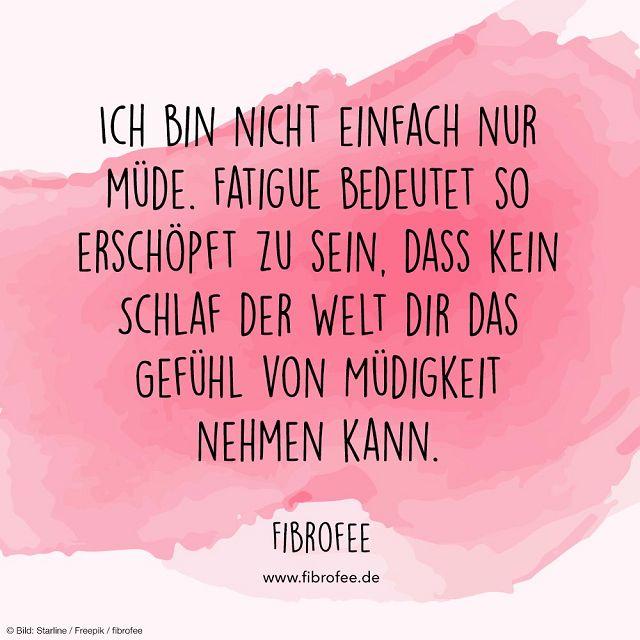 """Zitat vor rosa Hintergrund: """"Ich bin nicht einfach nur müde. Fatigue bedeutet so erschöpft zu sein, dass kein Schlaf der Welt dir das Gefühl von Müdigkeit nehmen kann."""" FibroFee, lies mehr auf fibrofee.de"""