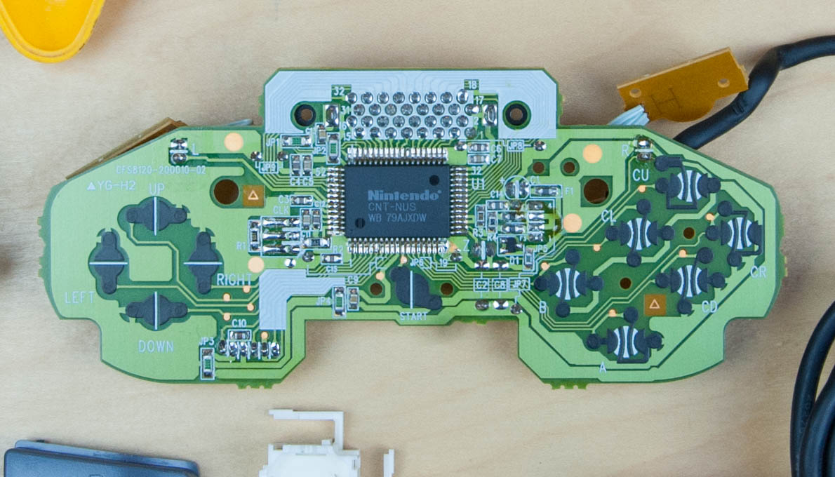 hight resolution of  the pcb we see a lot more complexity compared with the previous controllers this one has a lot more processing power to support a custom nintendo chip