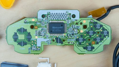 small resolution of  the pcb we see a lot more complexity compared with the previous controllers this one has a lot more processing power to support a custom nintendo chip