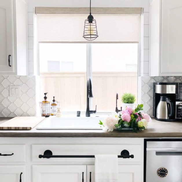 white farmhouse kitchen makeover DIY