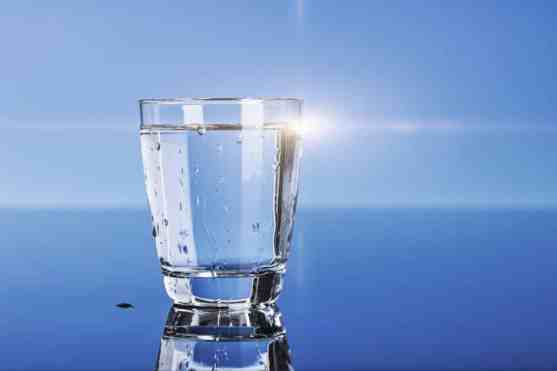 Drinking water to stop eating a lot