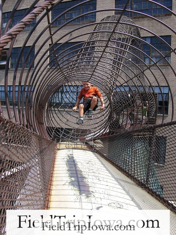 The-City-Museum-St.Louis-MO-climb-outside