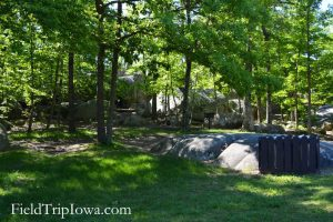 Picnic area under shady trees at Elephant Rocks State Park
