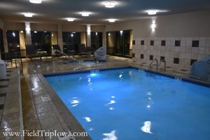Swimming pool and hot tub at Courtyard By Marriott in Roseville MN