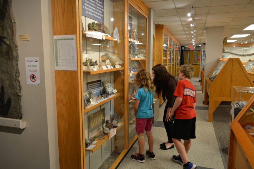 Guide gives children tour at Fryxell Geology Museum