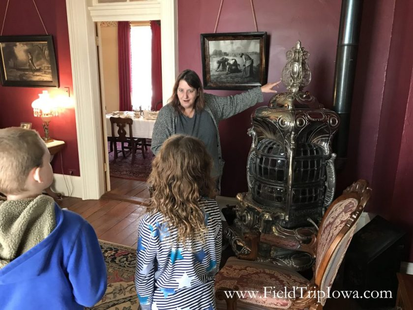 Children view an old stove at the Jordan House in West Des Moines
