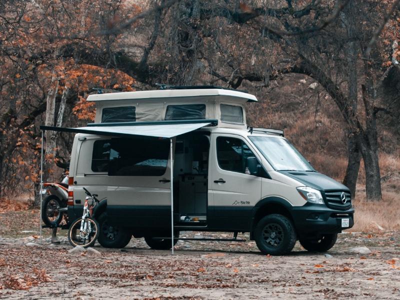 Field Vans pop-up Sprinter camper van