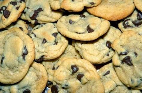 chewy-chocolate-chip-cookies.jpg