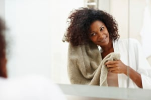 Nurture your tresses this weekend with natural recipes for removing product residue. (laflor/Getty Images)