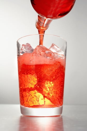 Strawberry soda and other sugary drinks taste good, but are bad for your heart. (Getty Images)