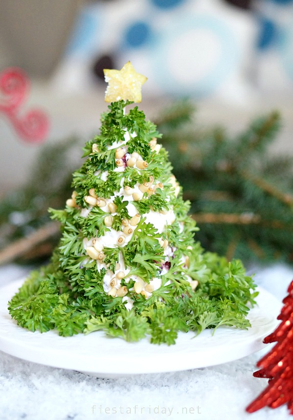 christmas tree holiday cheese ball | fiestafriday.net
