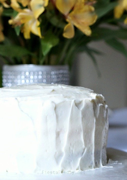 how to frost a cake | fiestafriday.net