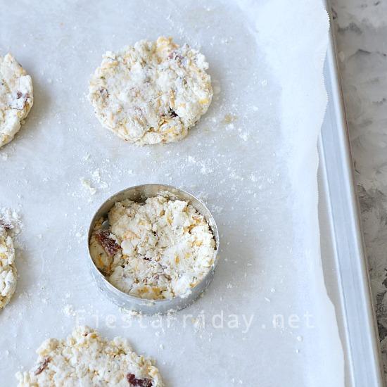 how-to-make-stuffed-biscuits   fiestafriday.net