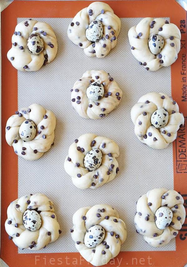 How To Make Chocolate Chip Vanilla Easter Bread #easter #easterbread #wreathbread #italianeasterbread #eggs #quaileggs #chocolate #chocolatechips #tangzhong #tangzhongbread #vanilla #fiestafriday