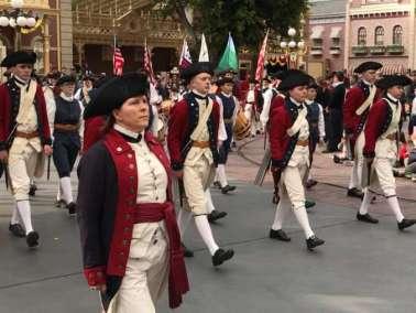 photo-disneyland-marching