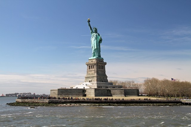 statue-of-liberty-1392273_1920