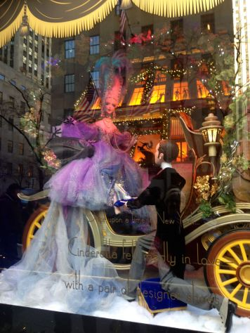 holiday-window-new-york-img_4802