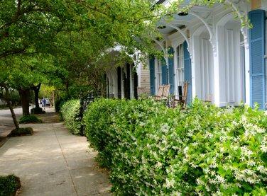 garden-district-new-orleans-porch-