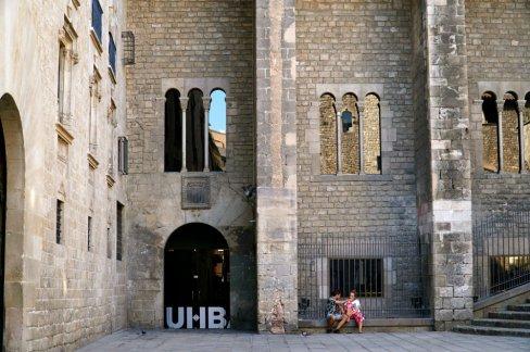 gothic-quarter-barcelona-courtyard-
